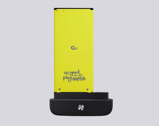 Su diseño permite combinar un cuerpo unibody con una batería extraíble.