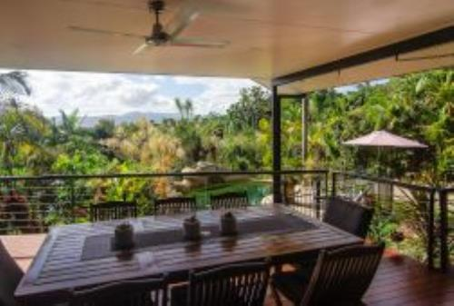 Cairns Holiday Homes: Range View, Earlville