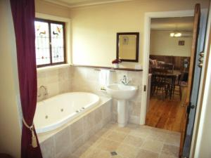 Ensuite & Spa Pickett Cottage