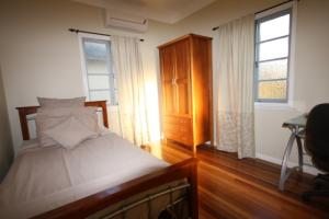 SINGLE BEDROOM COOPERS PLAINS