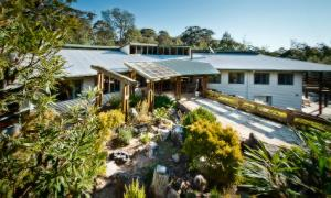 Modern Eco Lodge and Function Centre near Ebor and