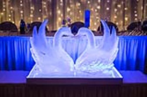 Kissing Swan ice sculptures