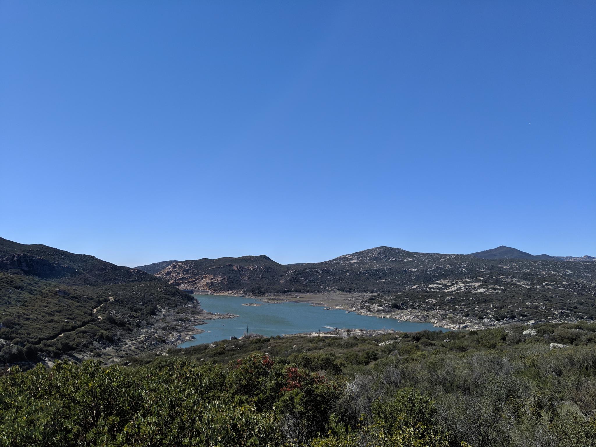 Le lac Morena • The Lake Morena