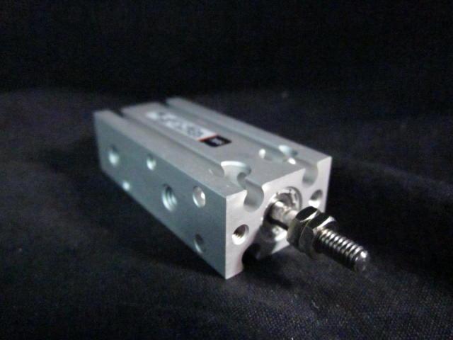 Cylinder PNEUMATIC CYLINDER, MAX.PRESS. 0.7MPA SMC CDU10-15D