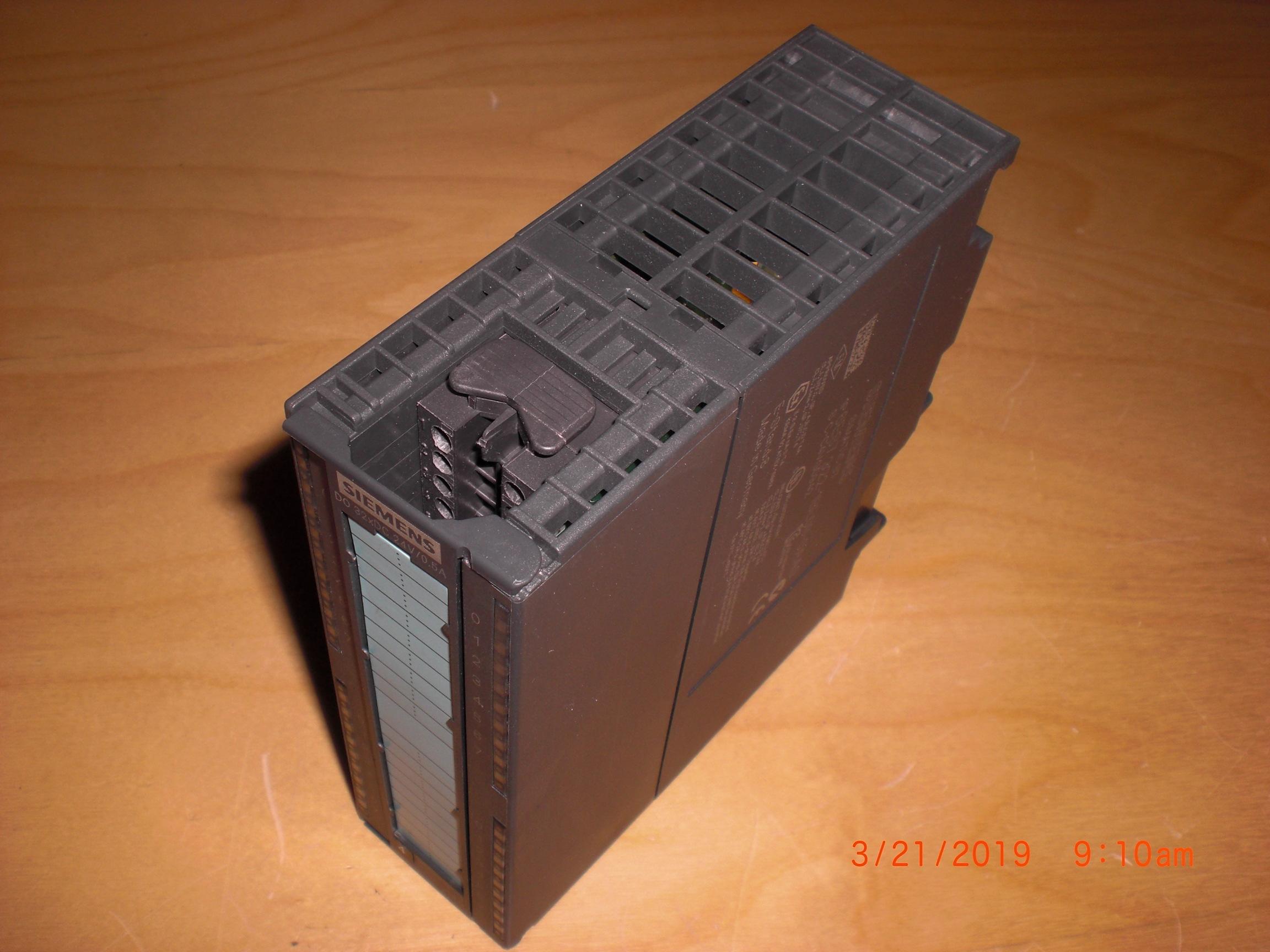 PLC SIEMENS 6ES7 322-1BL00-0AA0 Simatic S7 Output Module