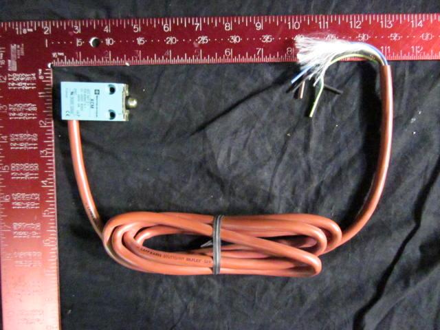 Switch Limit  TELEMECANIQUE XCM B142497 400V, A300/240V, 3A ASM FICO 9631321