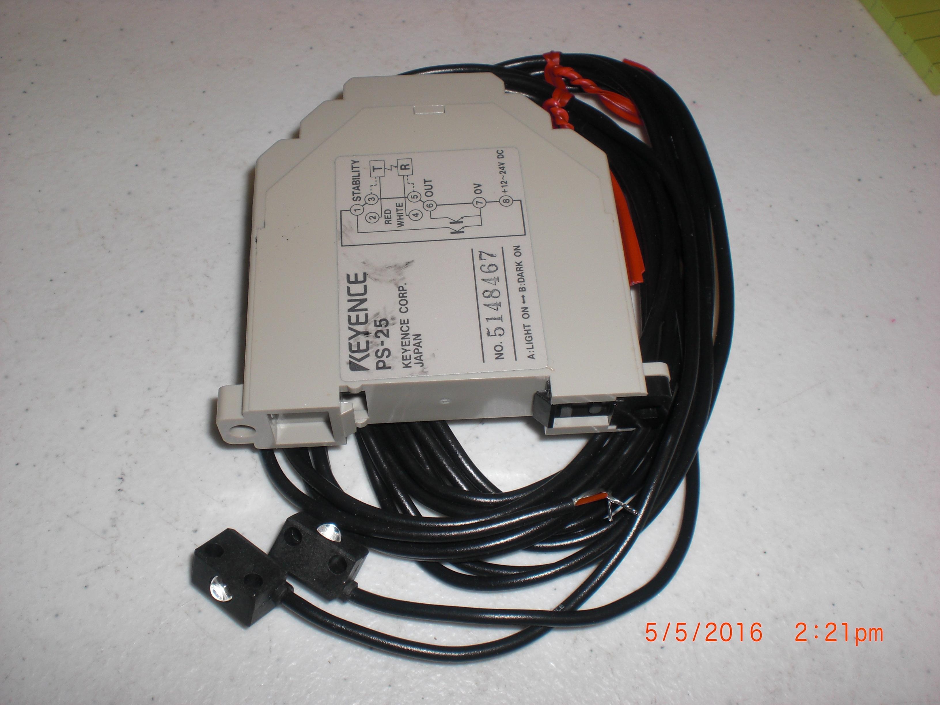 Sensor KEYENCE PS-25  12 to 24 VDC Amplifier with PS-55R sensors