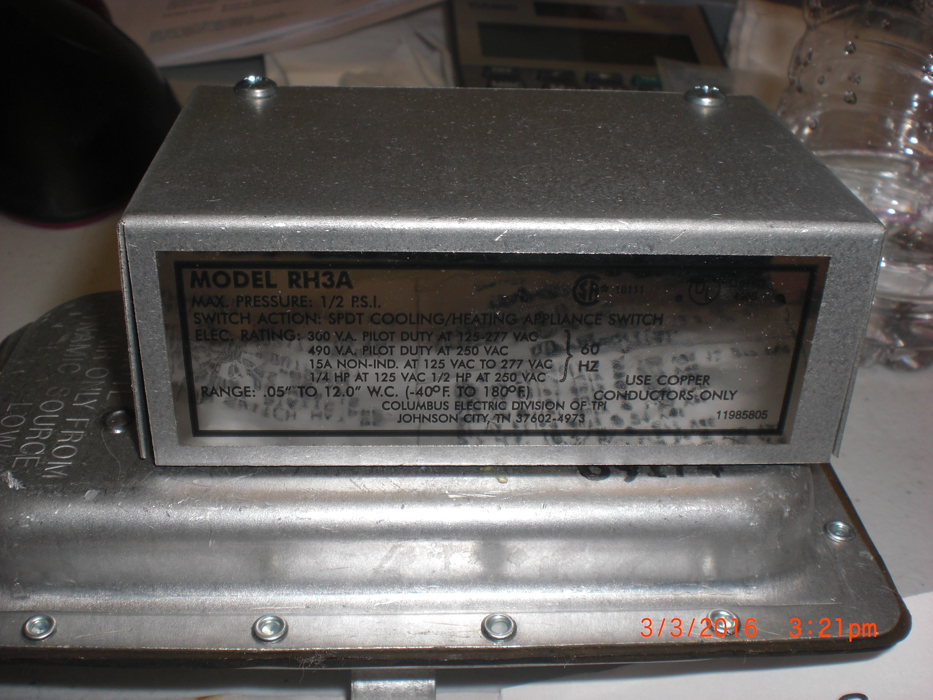 Switch Cooling / Heating Appliance   DWYER INSTRUMENTS RH3A SPTD