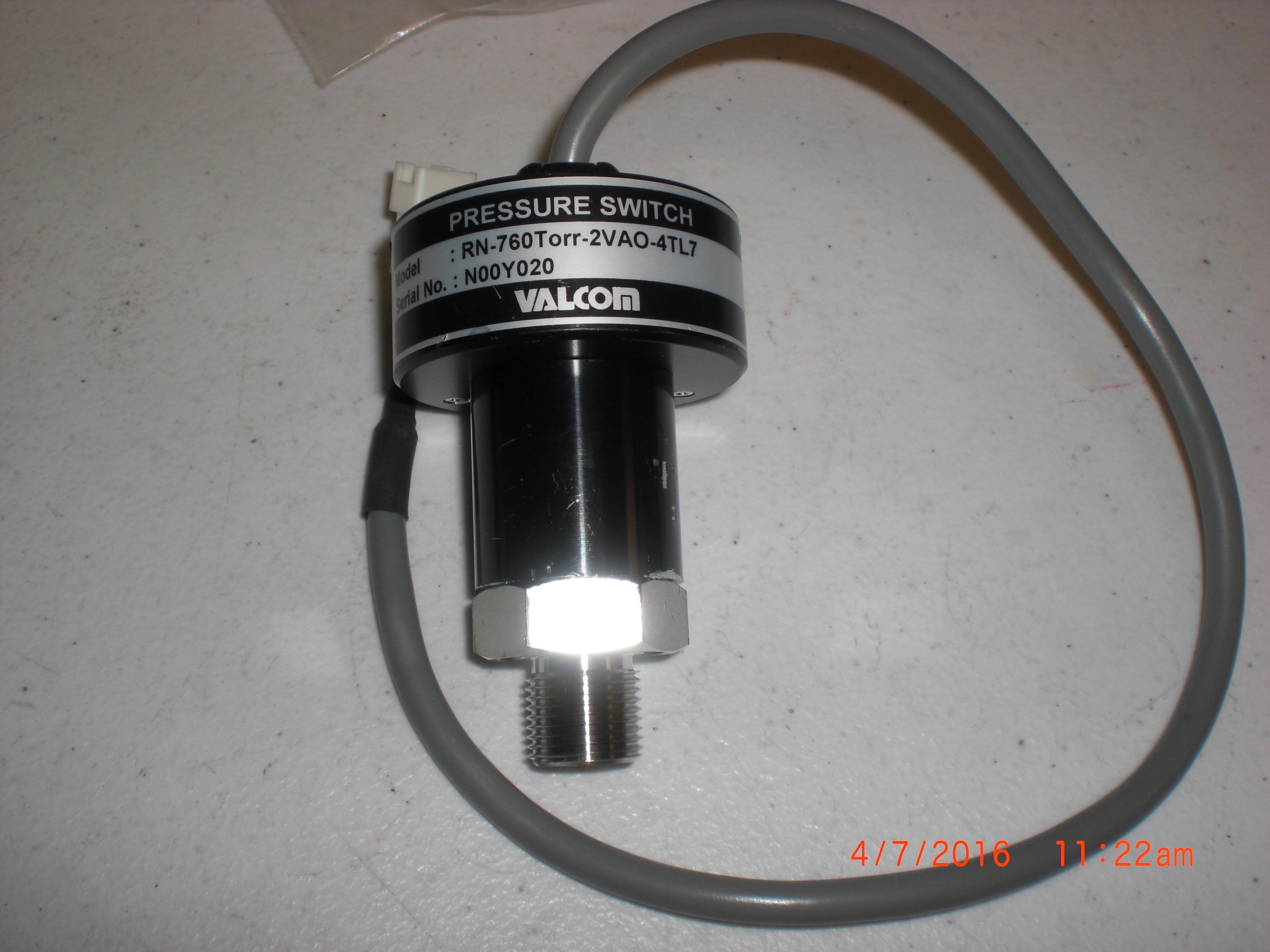 Switch VALCOM RN-760Torr-2VAC-4TL7 Pressure/vacuum switch SS 3/8MPT