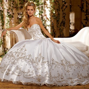 A Lady In Wait - Bridal Gowns & Dresses in Fort Lauderdale, Florida