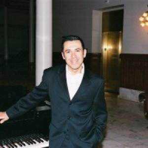 Aaron Flores - Pianist in Austin, Texas
