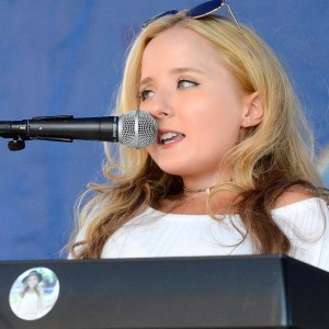 Ali McManus - Singing Pianist / Singing Guitarist in Bloomfield Hills, Michigan