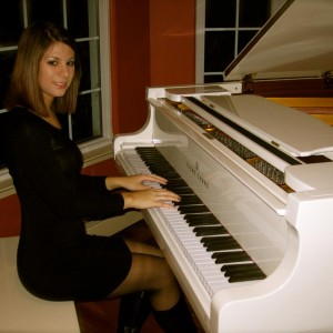 Amanda Accardi - Singing Pianist / Classical Pianist in Commack, New York