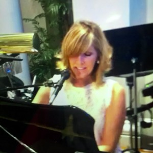 Andrea Ross Batson - Singer/Pianist - Singing Pianist / Wedding Singer in Charlotte, North Carolina