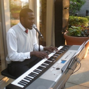 Antonio Willis-Berry - Singing Pianist / Keyboard Player in Waltham, Massachusetts