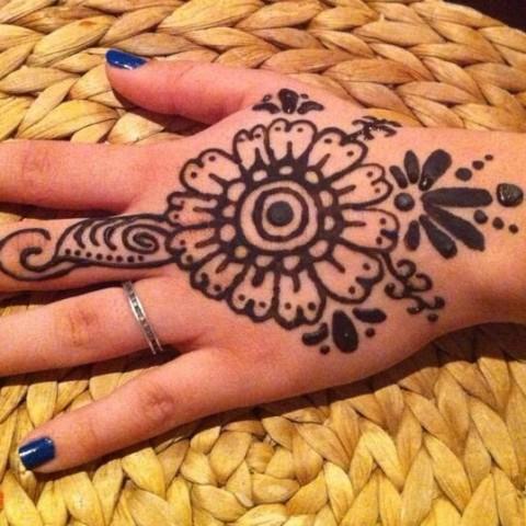 Hire artistic henna designs by lynn henna tattoo artist for Henna tattoo richardson tx