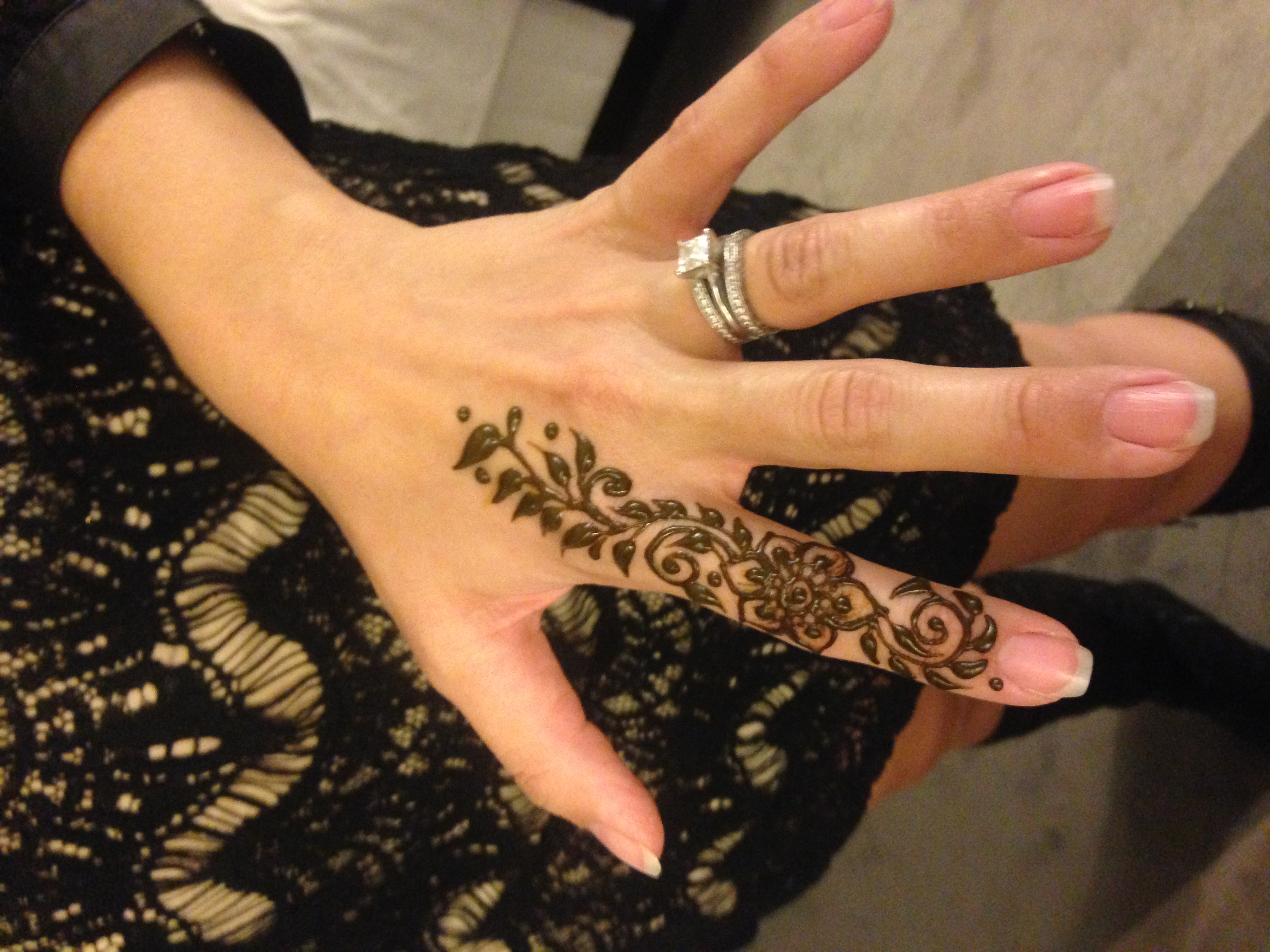 Mehndi For Thumb : Hire mehndi made memories henna tattoo artist in minneapolis