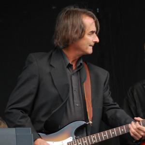 Bobby Sea - Singing Guitarist / Wedding Musicians in Bellevue, Washington