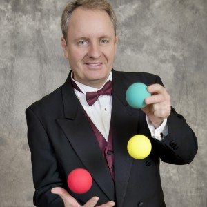 Bruce Manners - Juggler / Interactive Performer in Houston, Texas