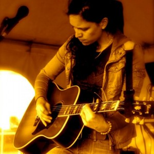 Carly Keyes - Singing Guitarist in Ann Arbor, Michigan