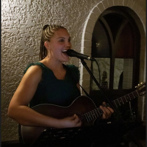 Carly Manley - Singing Guitarist / Folk Singer in Niagara Falls, Ontario