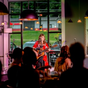 Caryn Dixon - Singing Guitarist / Folk Singer in Atlanta, Georgia