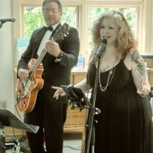 C'est La Vie - Wedding Band / Easy Listening Band in Oaklyn, New Jersey