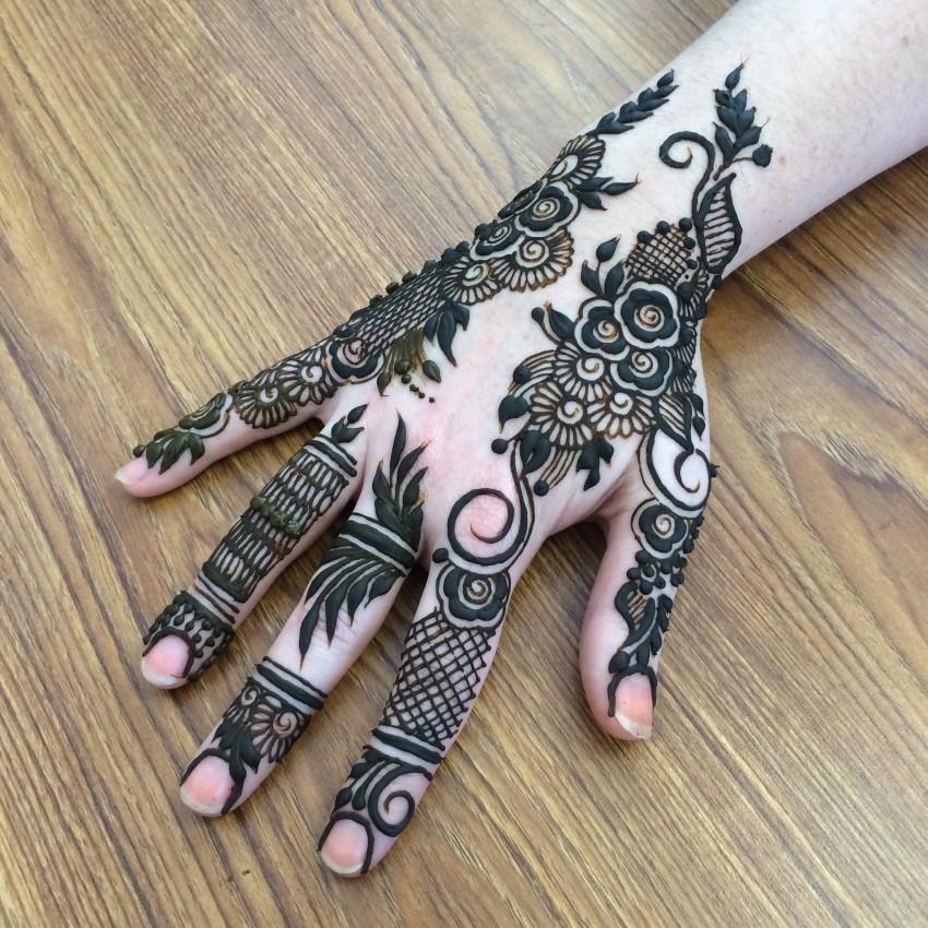Moon Mehndi Liberty : Henna tattoo moon makedes