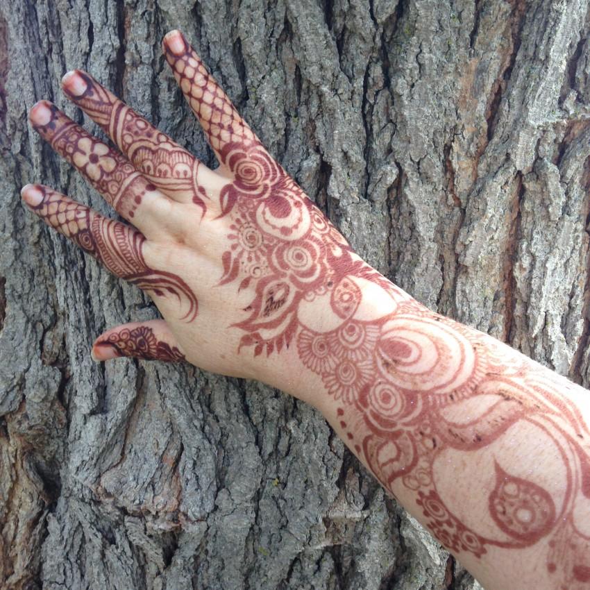 Mehndi Crescent Moon : Hire crescent moon henna tattoo artist in chicago
