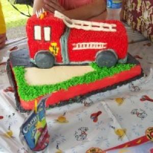 Custom Character Cakes - Cake Decorator in Mountain View, Hawaii