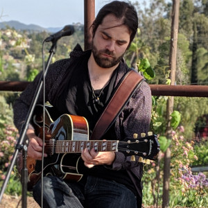 Daniel Newheiser - Singing Guitarist / Holiday Entertainment in San Diego, California