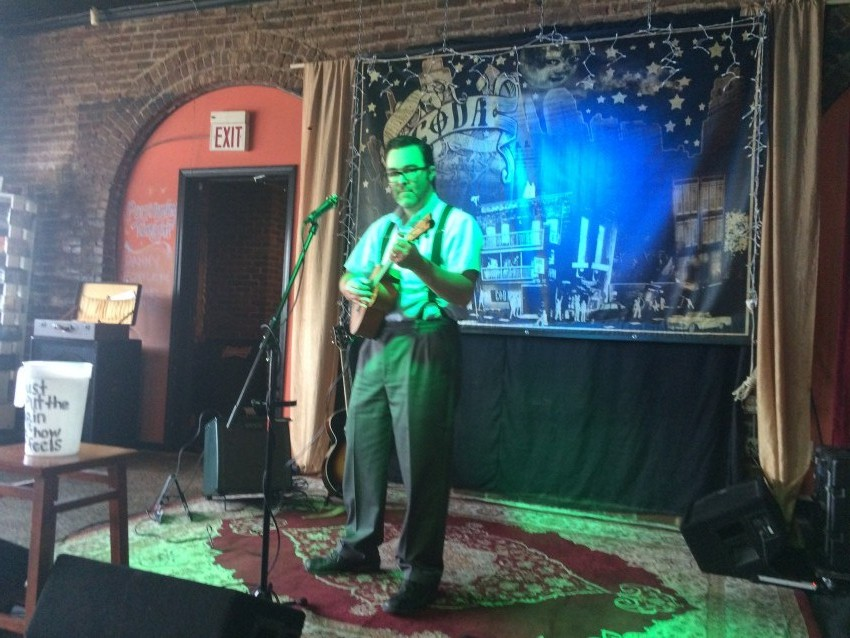hire danny fowler swing ukulele ukulele player in kansas city missouri. Black Bedroom Furniture Sets. Home Design Ideas
