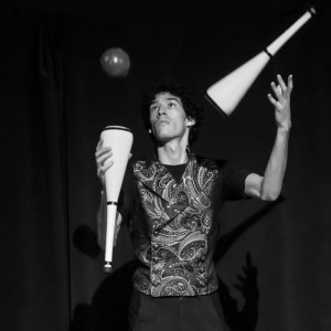 David Drops - Juggler in Chicago, Illinois