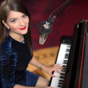 Denisa Grecu - Singing Pianist / Keyboard Player in Detroit, Michigan