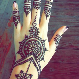 Elegant Heena Mehndi Tatoo - Temporary Tattoo Artist / Family Entertainment in Menomonee Falls, Wisconsin