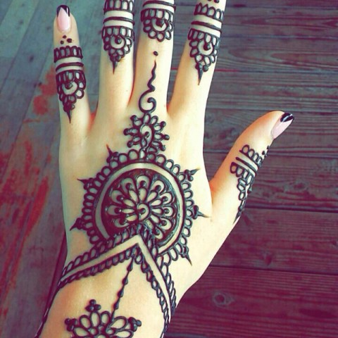hire heena mehndi tatoo henna artist in