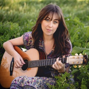 Elena Degl'Innocenti - Singing Guitarist in Tarzana, California