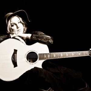 Elke Robitaille - Singer/Songwriter / Singing Guitarist in Portland, Oregon
