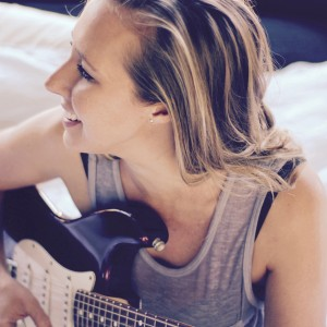 Emme - Singing Guitarist in Los Angeles, California