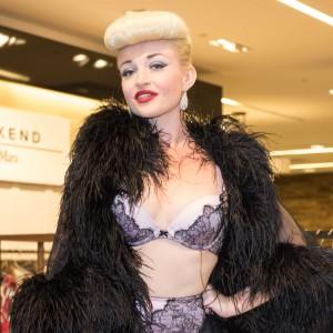 Erica Snap - Burlesque Entertainment in Los Angeles, California