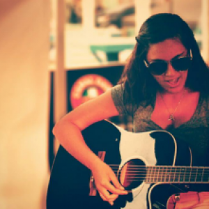 Felicia Carpino - Singing Guitarist in Niagara Falls, Ontario