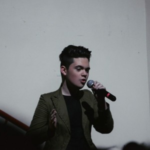 Frankie Roa - Karaoke Singer in Miami, Florida