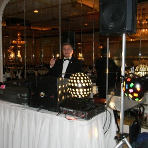 Greek-American DJ service - Wedding DJ in Hickory Hills, Illinois