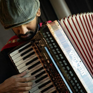 Breezy Bellows - Accordion Player in San Francisco, California