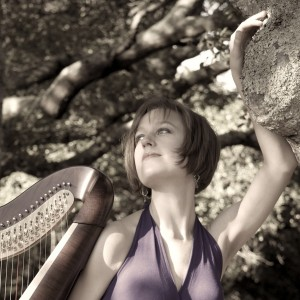 Harpist and Singer Liza Wallace - Harpist / Celtic Music in Los Angeles, California