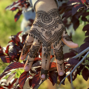 Henna with Heaven - Henna Tattoo Artist / College Entertainment in Fresno, California