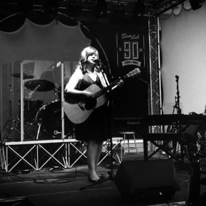 Helen Mitchell - Singing Guitarist / Keyboard Player in Phoenix, Arizona