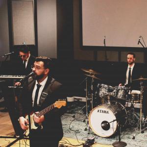 Hello Groove! - Wedding Band / Classical Guitarist in Toronto, Ontario