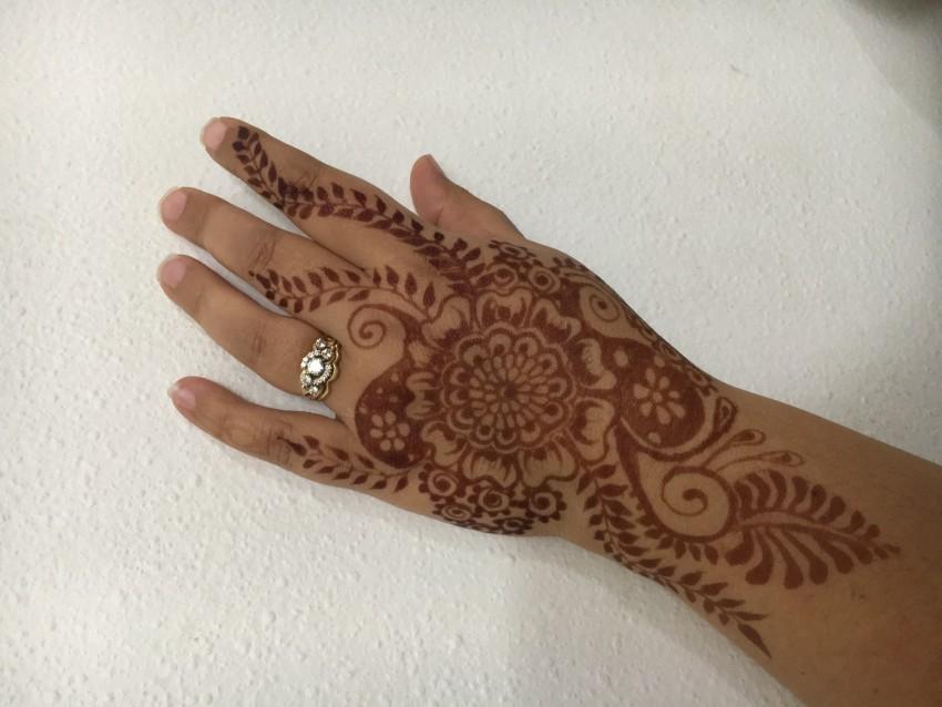 Henna Tattoo Chicago : Hire henna arts by rebecca helm tattoo artist in des