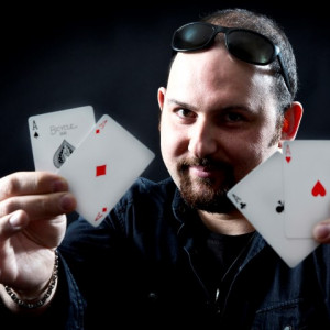 Itchy Ritchie - Strolling/Close-up Magician / Comedy Magician in Pittsburgh, Pennsylvania